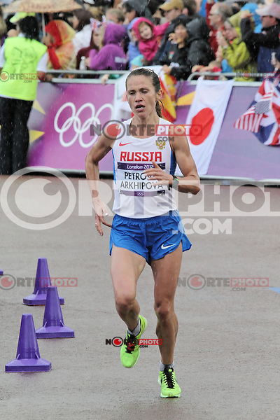 LONDON - AUGUST 05: Petrova Tatyana Arkhipova wins Bronze for Russia in the Women's Olympic Marathon, Buckingham Palace, London, UK. August 05, 2012. (Photo by Richard Goldschmidt) /NortePhoto.com<br /> <br /> **CREDITO*OBLIGATORIO** *No*Venta*A*Terceros*<br /> *No*Sale*So*third* ***No*Se*Permite*Hacer Archivo***No*Sale*So*third*