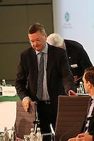 DFB-Präsident Dr. Reinhard Grindel nimmt den Vorsitz - Ausserordentlicher DFB Bundestag, Messegelände Frankfurt,