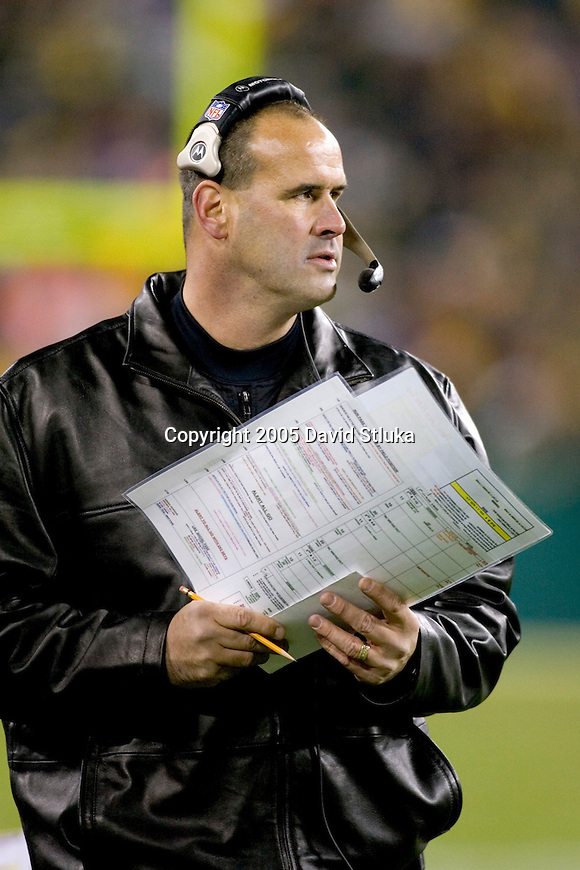 Minnesota Vikings head coach Mike Tice during an NFL football game against the Green Bay Packers at Lambeau Field on November 21, 2005 in Green Bay, Wisconsin. The Vikings defeated the Packers 20-17. (Photo by David Stluka)