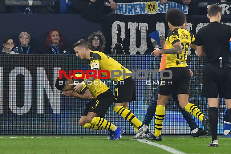 08.12.2018, Veltins-Arena, Gelsenkirchen, GER, 1. FBL, FC Schalke 04 vs. Borussia Dortmund, DFL regulations prohibit any use of photographs as image sequences and/or quasi-video<br /> <br /> im Bild Jadon Sancho (#7, Borussia Dortmund) jubelt nach seinem Tor zum 1:2 mit Marco Reus (#11, Borussia Dortmund) Axel Witsel (#28, Borussia Dortmund) <br /> <br /> Foto © nordphoto/Mauelshagen