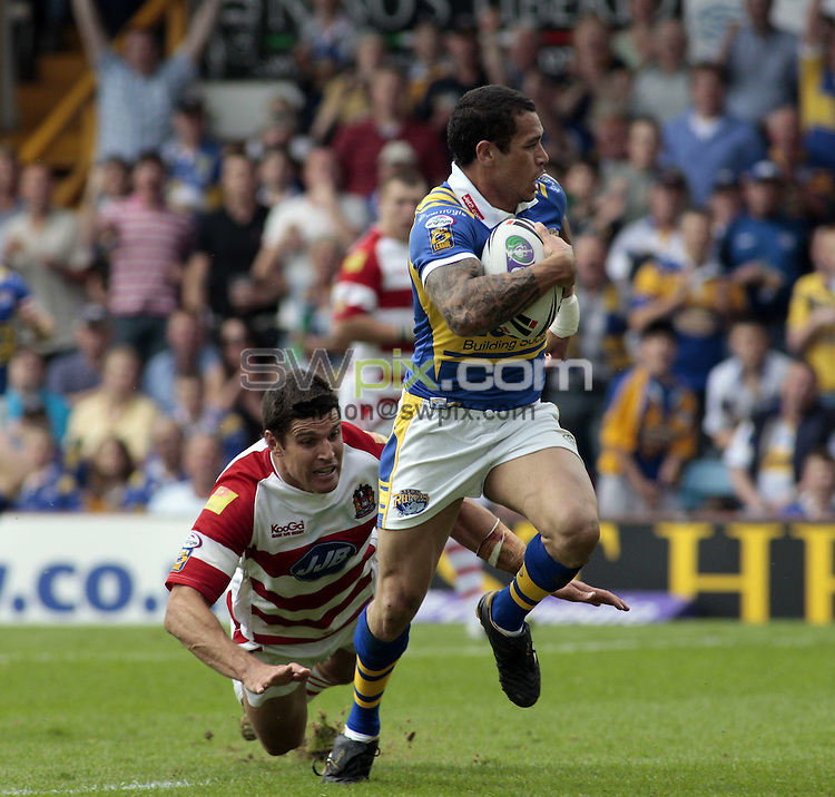 Pix: Ben Duffy/SWpix.com. Rugby League Carnegie Challenge Cup, Leeds Rhinos v Wigan Warriors....31/05/2008...copyright picture>>simon wilkinson>>07811 267 706>>..Leed's Brent Webb goes over to score
