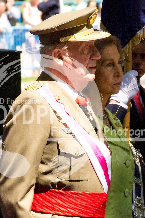 01.06.2013. Madrid. Spain. Spanish Royal family attend the Armed Forces Day. In the image: Queen Sofia of Spain and King Juan Carlos of Spain. (C) Ivan L. Naughty / DyD Fotografos//