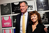 Democratic mayoral candidate Bill de Blasio and Susan Sarandon attends a campaign event in New York August 18, 2013 by Kena Betancur / VIEWpress