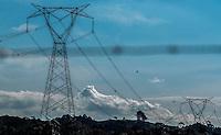 CURITIBA, PR, 31.07.2014 - ENÉRGIA ELETRETICA / TORRE DE ENERGIA -  Vista da torre de energia eletretica no lago do Passauna em Curitiba na tarde desta quinta-feira(31).  (Foto: Paulo Lisboa / Brazil Photo Press)