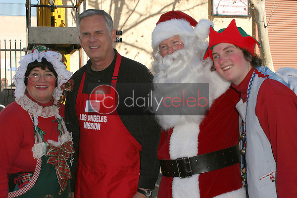 Los Angeles Mayor James Hahn with Santa Claus, Mrs. Claus and Santa's helper