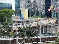 SÃO PAULO - SP -  02 DE DEZEMBRO 2012. O viaduto JK, na Vila Olímpia, em São Paulo, deve ser entregue no dia 5 de dezembro. A obra, avaliada em R$ 48 milhões, ligará a Avenida Juscelino Kubitschek às pistas expressas da Marginal do Pinheiros, no sentido Castello Branco. Esta construção foi uma exigência da Prefeitura para diminuir o impacto provocado no trânsito da região pelo Shopping JK e pelas novas torres de escritórios que fazem parte do empreendimento..FOTO: MAURICIO CAMARGO / BRAZIL PHOTO PRESS..