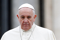 Papa Francesco lascia il sagrato al termine dell'udienza generale del mercoledi' in Piazza San Pietro, Citta' del Vaticano, 12 novembre 2014.<br /> Pope Francis leaves at the end of his weekly general audience in St. Peter's Square at the Vatican, 12 November 2014.<br /> UPDATE IMAGES PRESS/Riccardo De Luca<br /> <br /> STRICTLY ONLY FOR EDITORIAL USE