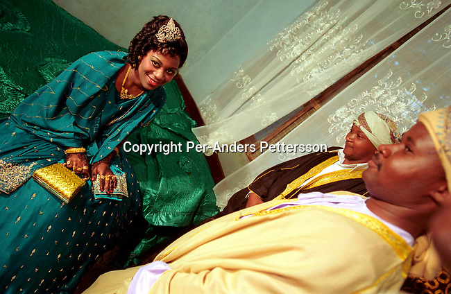dicotanz00006 Tanzania. An unidentified bride meeting her husband in on October 6, 2002 in a house in Zanzibar Town on Zanzibar, Tanzania. Zanzibar is mainly Muslim and the woman is entering a traditional wedding. .©Per-Anders Pettersson/iAfrika Photos