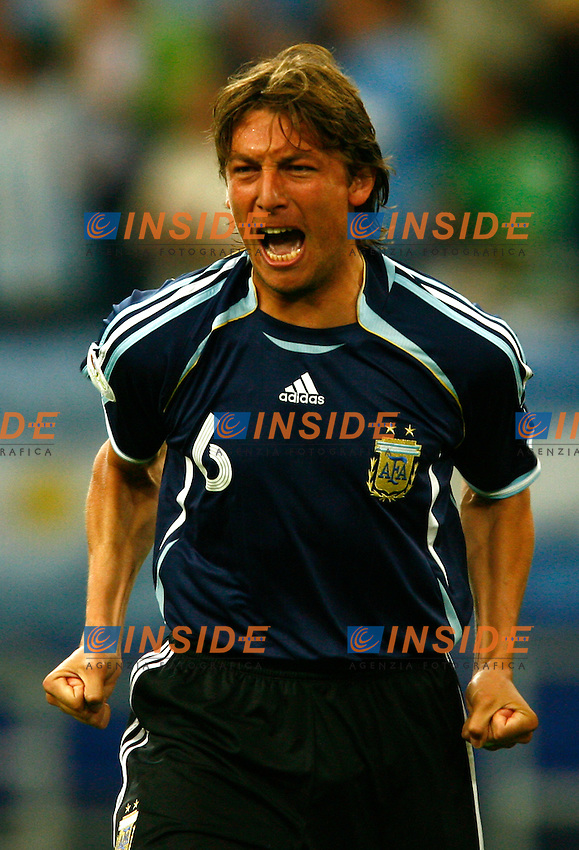 Gelsenkirchen 16/6/2006 World Cup 2006.Argentina Serbia & Montenegro 6-0.Photo Andrea Staccioli Insidefoto.Gabriel Heinze Argentina celebrates after Rodriguez first goal