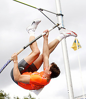 Photo: Richard Lane/Richard Lane Photography..Aviva British Grand Prix. 31/08/2009. USA's Derek Miles in the men's pole vault.