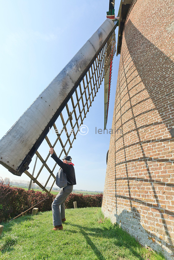 France, Nord (59), Terdeghem, le steenmeulen ou moulin à vent de Saint-Arnoud, moulin en briques de 1864 de type hollandais, l'envergure des ailes est de 24,70m ce qui en fait un des plus grand de France. Le moulin est toujours en fonctionnement et tenu par Joseph Markey fils du dernier meunier ayant travaillé dans ce moulin. Joseph Markey, propriétaire du moulin (model & property release) // France, Nord, Terdeghem, le steenmeulen or windmill of Saint-Arnoud, brick-built mill of 1864 of Dutch type, the scale of wings is of 24,70m what makes it one of the biggest of France. The mill is always in functioning and held by Joseph Markey son of the last miller having worked in this mill. Joseph Markey, owner of the mill (model & property release)