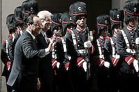 Francois  Hollande e Mario Monti.Roma 14/06/2012 Picchetto d'Onore a Palazzo Chigi tra il Presidente del Consiglio Italiano, e il Presidente Francese..Foto Serena Cremaschi Insidefoto