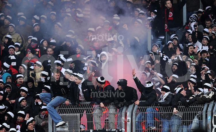 Fussball 1. Bundesliga :  Saison   2009/2010   14. Spieltag  23.01.2010 1 FC Nuernberg - Eintracht Frankfurt Frankfurt Fans mit Rauchbombe