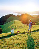 USA, California, Marin Headlands, man and woman hiking above Stinson Beach, Mount Tamalpais