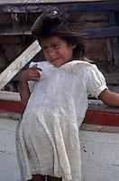 Amérique/Amérique du Sud/Pérou/Env de Chiclayo/Pimentel : Petite fille de pêcheur