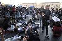 Roma,15 Ottobre 2011.Manifestazione contro la crisi e l'austerità..Corteo e scontri con le forze dell'ordine.Giovani in piazza si siedono a terra per evitare le cariche della polizia