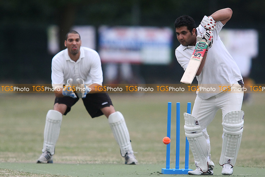 Martians CC V Tower Hamlets College CC (bowling)-Victoria Park Community Cricket League - MANDATORY CREDIT: George Phillipou/TGSPHOTO - Self billing applies where appropriate - 0845 094 6026 - contact@tgsphoto.co.uk - NO UNPAID USE