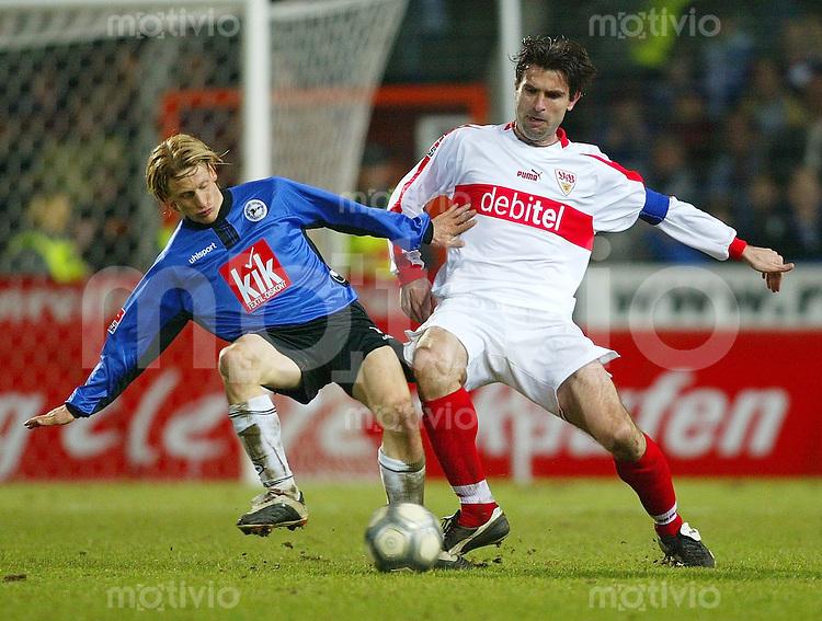 Fussball - 1. Bundesliga Saison 2002/2003    23. Spieltag Arminia Bielefeld - VfB Stuttgart 0:1          Ruediger KAUF (li, Bielefeld) und Zvonimir SOLDO (re, VfB) im Zweikampf