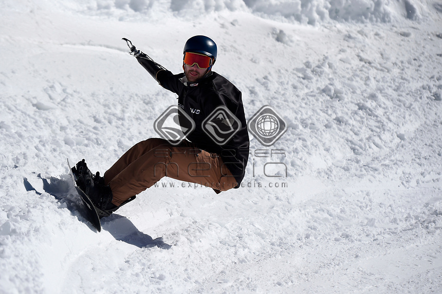 snowboarder Sean Pollard <br /> Australian Paralympic Committee<br /> 2017 Snowboard Cross training camp for <br /> 2018 Pyeongchang South Korea Paralympics<br /> Mount Hotham Ski Resort<br /> VIC / August 22nd - 24th 2017<br /> &copy; Sport the library / Jeff Crow
