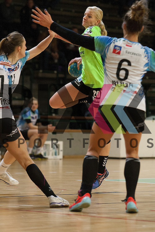 Berlins Christine Beier am Kreis <br /> <br /> 12.12.2015, 1. Handball Bundesliga Frauen, Testspiel, Spreefuexxe Berlin - SPR Pogon Baltica Szczecin<br /> <br /> Foto &copy; PIX-Sportfotos *** Foto ist honorarpflichtig! *** Auf Anfrage in hoeherer Qualitaet/Aufloesung. Belegexemplar erbeten. Veroeffentlichung ausschliesslich fuer journalistisch-publizistische Zwecke. For editorial use only.