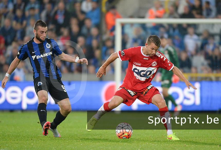 Club Brugge - KV Kortrijk : Lukas Van Eenoo (r) aan de bal voor Tuur Dierckx (l) <br /> Foto VDB / Bart Vandenbroucke