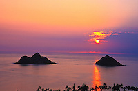 Mokulua Islands at sunrise, Lanikai, windward Oahu