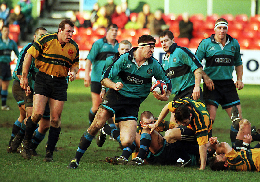 Photo Richard Lane.Bedford v Henley. 10/1/99. Tetley Bitter Cup 4th Round..Scott Murray breaks for Bedford.