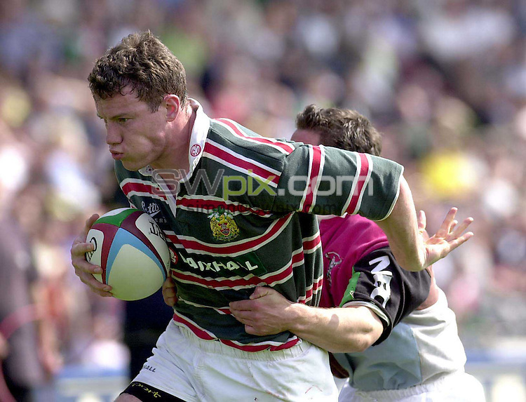 Pix: Allied Dunbar Premiership.Harlequins v Leicester...06/05/2000.COPYWRIGHT PICTURE>>SIMON WILKINSON>>01943 436649>>..Tim Stimpson goes over for Leicester.