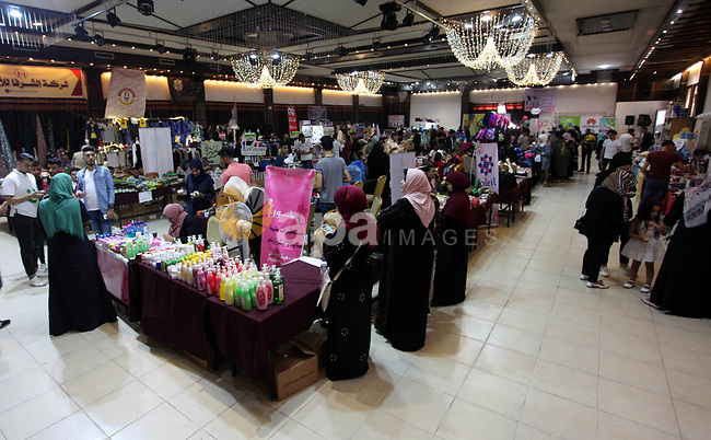 """Palestinians attend the exhibition of """"Palestinian Mirrors"""" for traditional handmade crafts, in Gaza city on August 17, 2019. Photo by Mahmoud Ajjour"""