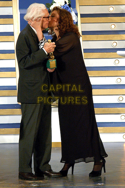 DINO RISI & STEFANIA SANDRELLI.David di Donatello Awards 2005.Rome, Italy, April 29th 2005..full length kissing on stage.Ref: OME.www.capitalpictures.com.sales@capitalpictures.com.©Omega/Capital Pictures.