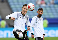 FUSSBALL FIFA Confed Cup 2017 Vorrunde in Sotchi 19.06.2017  Australien - Deutschland  Niklas SUELE (li, Deutschland) und Kerem DEMIRBAY (re, Deutschland) beim Aufwaermen