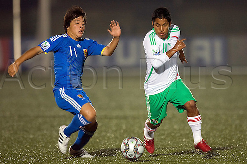 Yoshiaki Takagi (JPN), Gil Cordero (MEX), OCTOBER 30, 2009 - Football : FIFA U17 World Cup Group B match between Japan 0-2 Mexico at the Teslim Balogun Stadium in Lagos, Nigeria. Photo by ETZEL ESPINOSA/Actionplus. UK licenese Only