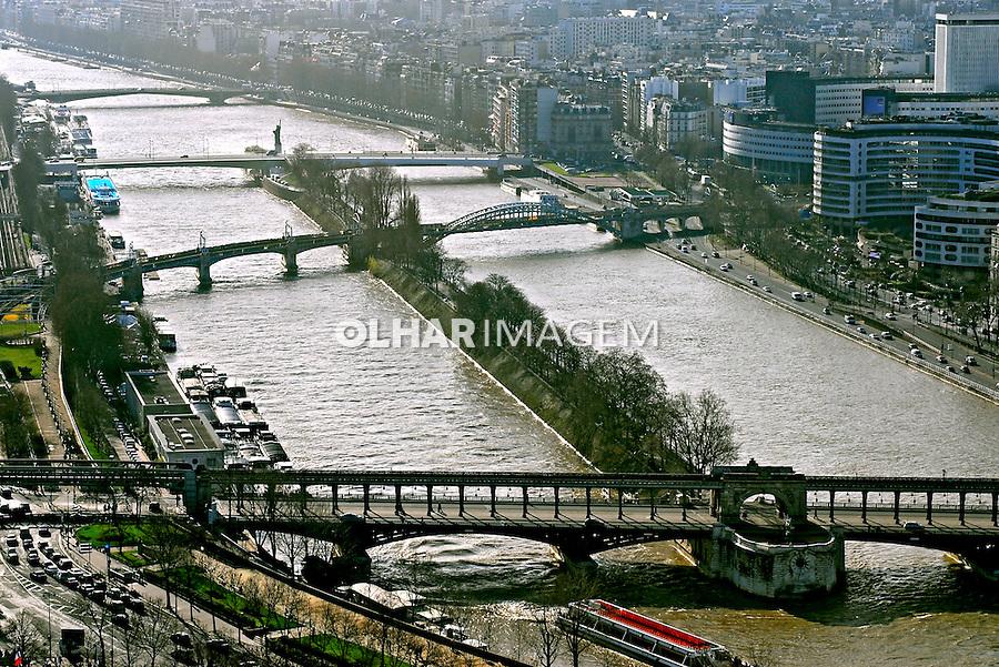 Pontes do Rio Sena. Paris. França. 2007. Foto de Luciana Whitaker.