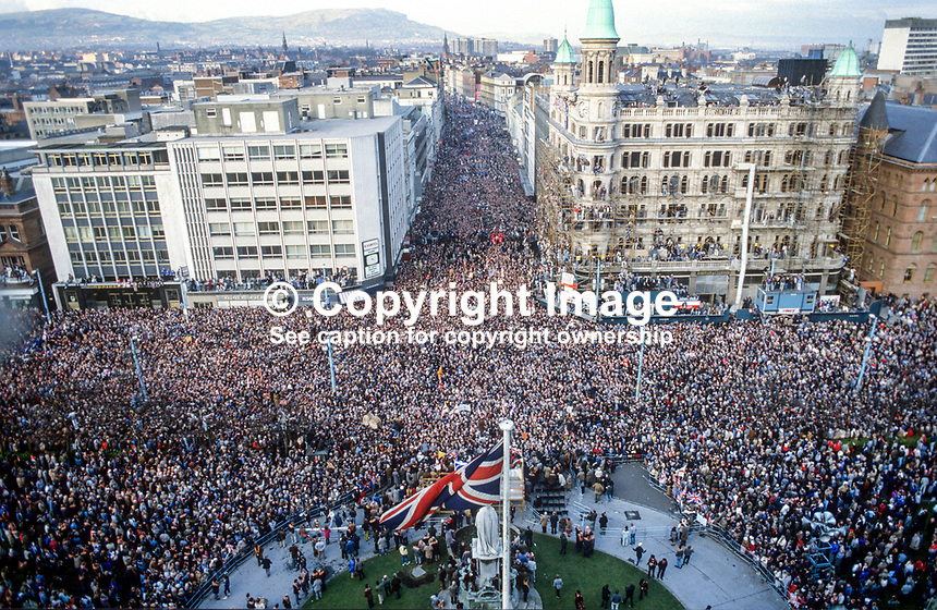Anti Anglo-Irish Agreement Rally, City Hall, Belfast, Saturday, 23rd November 1985 -  the massive attendance at the rally is only partially  captured in this elevated shot from the City Hall. 19851112e..Copyright Image from Victor Patterson, 54 Dorchester Park, Belfast, UK, BT9 6RJ..Tel: +44 28 9066 1296.Mob: +44 7802 353836.Voicemail +44 20 8816 7153.Skype: victorpattersonbelfast.Email: victorpatterson@me.com.Email: victorpatterson@ireland.com (back-up)..IMPORTANT: If you wish to use this image or any other of my images please go to www.victorpatterson.com and click on the Terms & Conditions. Then contact me by email or phone with the reference number(s) of the image(s) concerned.