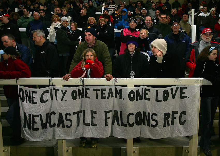 Photo: Andrew Unwin..Newcastle Falcons v Montauban. European Challenge Cup. 17/12/2006..Newcastle Falcons fans display their love for their team with a banner.