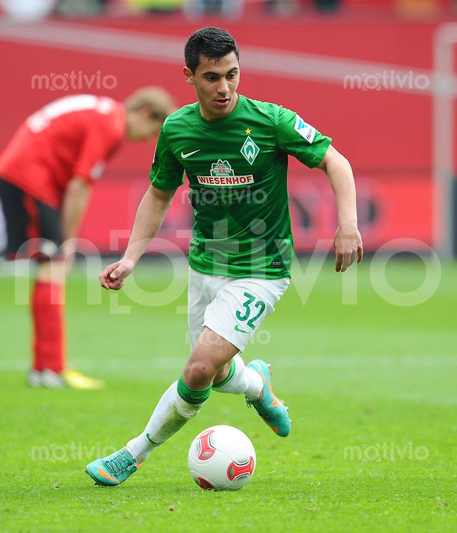 FUSSBALL   1. BUNDESLIGA   SAISON 2012/2013    31. SPIELTAG Bayer 04 Leverkusen - SV Werder Bremen                  27.04.2013 Oezkan Yildirim (SV Werder Bremen) Einzelaktion am Ball