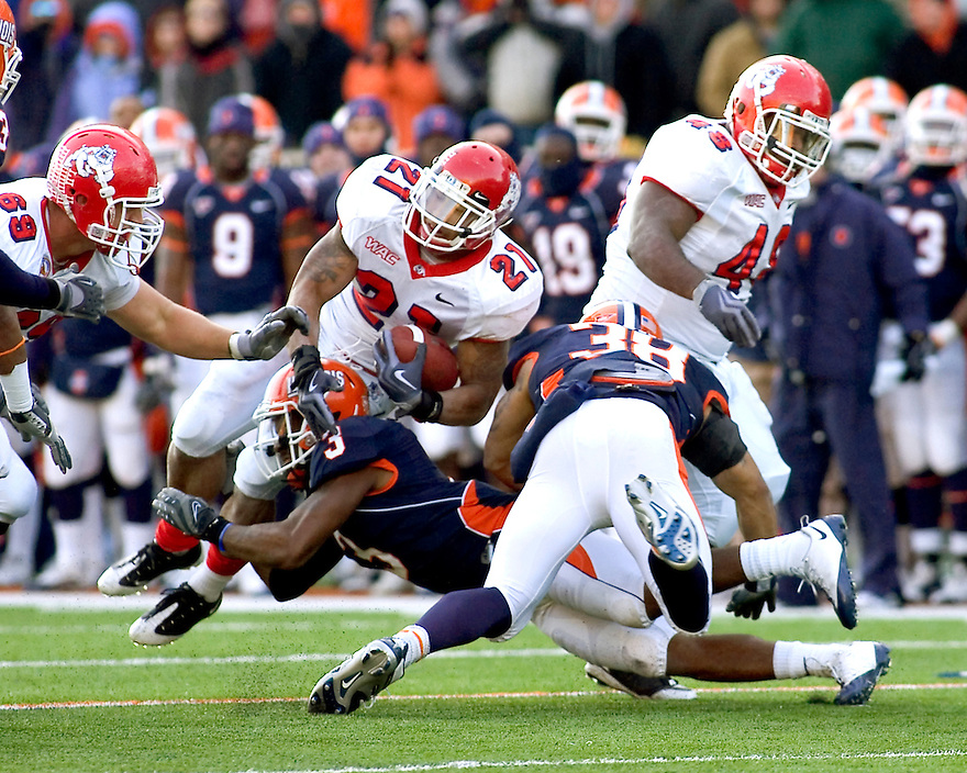 December 5, 2009 - Champaign, Illinois, USA -  Fresno State running back Ryan Mathews (21) is tackled by Illinois linebacker Tavon Wilson (3) in the game between the University of Illinois and Fresno State at Memorial Stadium in Champaign, Illinois.  Fresno State defeated Illinois 53 to 52..