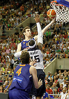 Spain's Victor Claver (t) and USA's Carmelo Anthony during friendly match.July 24,2012. (ALTERPHOTOS/Acero)