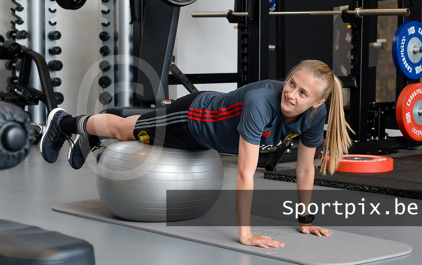 20170608 – TUBIZE , BELGIUM : illustration picture shows a part of the red flames team with Julie Biesmans during a fitness and physical session at the fitnessroom of the Belgian national women's soccer team Red Flames trainingscamp to prepare for the Women's Euro 2017 in the Netherlands, on Thursday 8 June 2017 in Tubize.  PHOTO SPORTPIX.BE | DAVID CATRY