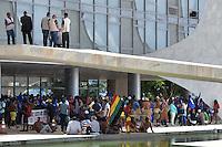 BRASÍLIA, DF, 22.11.2016 – INVASÃO-PLANALTO – Índios invadiram o Palácio do Planalto na manhã desta terça-feira, 22. (Foto: Ricardo Botelho/Brazil Photo Press)