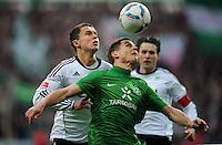 FUSSBALL   1. BUNDESLIGA   SAISON 2011/2012    16. SPIELTAG SV Werder Bremen - VfL Wolfsburg          10.12.2011 Markus Rosenberg (re, SV Werder Bremen) gegen Bjarne Thoelke (li, VfL Wolfsburg)