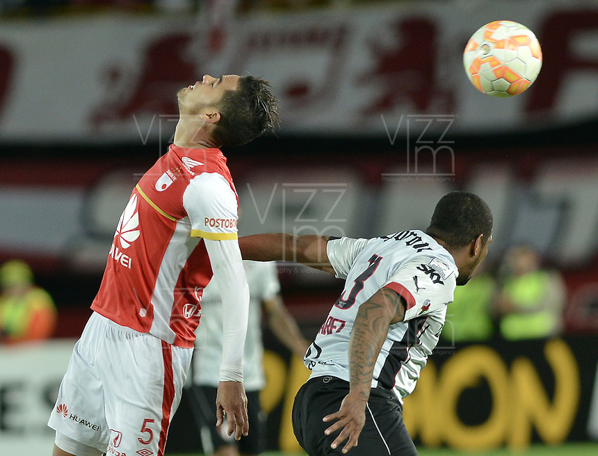 BOGOTÁ-COLOMBIA-22-04-2015. Yulian Anchico (Izq) jugador de Independiente Santa Fe de Colombia disputa el balón con Christian Suarez (Der) jugador de Atlas de Mexico, durante partido por la segunda fase, llave G1, de la Copa Bridgestone Libertadores 2015 jugado en el estadio Nemesio Camacho El Campin de la ciudad de Bogotá. / Yulian Anchico (L) player of Independiente Santa Fe of Colombia fights for the ball with Christian Suarez (R) player of Atlas de Mexico during the match for the second phase, G1 key, of the Copa Bridgestone Libertadores 2015 played at Nemesio Camacho El Campin stadium in Bogota city.  Photo: VizzorImage/ Gabriel Aponte /Staff