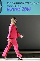 SÃO PAULO, SP, 06.03.2016 - FWPS-FASHION4ME - Modelo durante desfile da grife Fashion4me no Fashion Weekend Plus Size - Inverno 2016, no Teatro APCD no bairro de Santana na região norte de São Paulo, neste domingo, 06. (Foto: William Volcov/Brazil Photo Press)