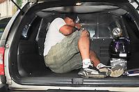 SAO PAULO, SP, 07 MARÇO DE 2012 _Acusado de atear fogo nos carros Alegoricos,Edinei Moraes Sarmento de 36 anos. apos a apuracao do carnaval 2012 deixa o (DEATUR) Delegacia especializada de Atendimento ao Turista, depois de prestar depoimento.(FOTO: ADRIANO LIMA - BRAZIL PHOTO PRESS)