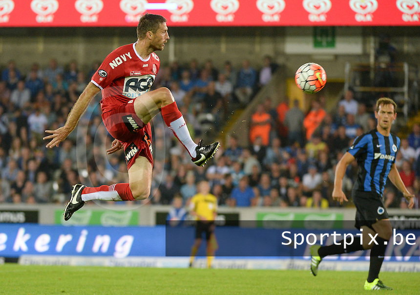 Club Brugge - KV Kortrijk : Nebojsa Pavlovic met de vliegende balcontrole <br /> Foto VDB / Bart Vandenbroucke