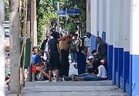 SAO PAULO, SP, 12 DE JANEIRO 2012 - CRACOLANDIA -  Grupo de usuarios de crack na regiao da Cracolandia nesta manha de quinta feira . (FOTO: DEBBY OLIVEIRA - NEWS FREE).
