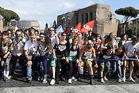 Roma, 17 Maggio 2014<br /> Manifestazione nazionale in difesa beni comuni, contro privatizzazioni e grandi opere.<br /> Commoners of europe, rise up!<br /> Il movimento fa bene.<br /> Rome, May 17, 2014 <br /> National demonstration in defense of common goods, against privatization and works great.