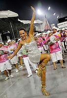 SÃO PAULO, SP, 11 DE FEVEREIRO DE 2012 - ENSAIO ROSAS DE OURO - Ellen Roche durante ensaio técnico da Escola de Samba Rosas de Ouro  na preparação para o Carnaval 2012. O ensaio foi realizado na noite deste sabado 11 no Sambódromo do Anhembi, zona norte da cidade.FOTO ALE VIANNA - NEWS FREE