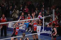 VOLLEYBAL: SNEEK: Sneker Sporthal, DELA League Play-Off Finale, 4e wedstrijd, 01-04-2012, VC Sneek DS1 - Sliedrecht Sport DS1, eindstand 1-3, blok van Monique Volkers (#12 | VC Sneek), ©foto Martin de Jong