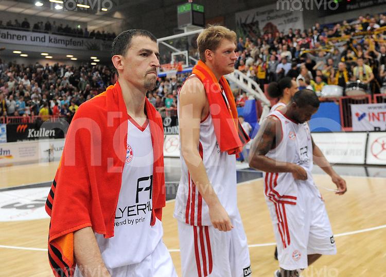 Basketball 1. Bundesliga 2011/2012  27.01.2012  Walter Tigers Tuebingen - FC Bayern Muenchen Nadjfai (mitte), Jagla (Mitte) Je Kel Je'kel FOSTER (FC Bayern Muenchen)